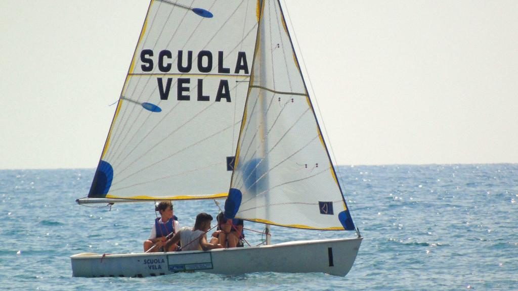 Scuola vela compagnia della vela forte dei marmi